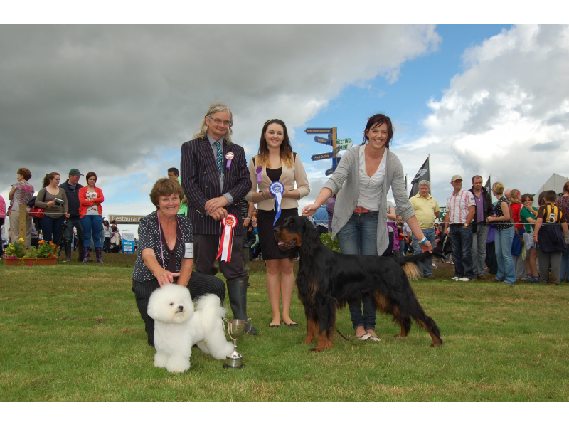 dogs-elena-maurine-miles-winner-with-mick-cooper-judge-laurne-bermingham-stephany-kelly-with-reserve-winner