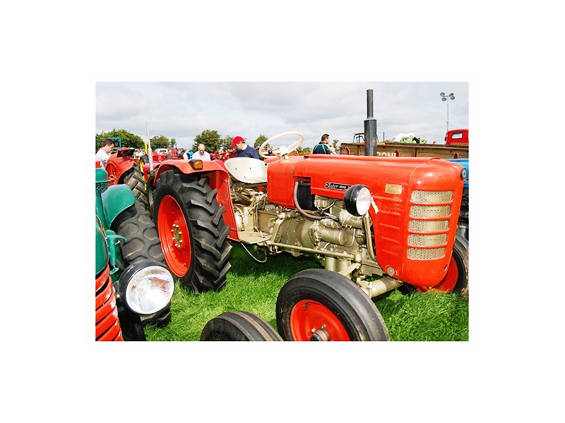 lovely-red-tractor-at-tullamore-show